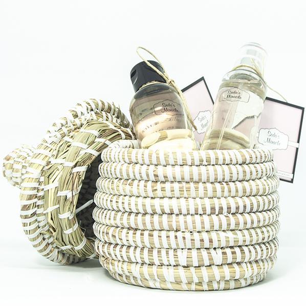 Cadeaupakket met Afrikaans bijoux mandje met natuurlijk oranjebloesemwater en rozenwater