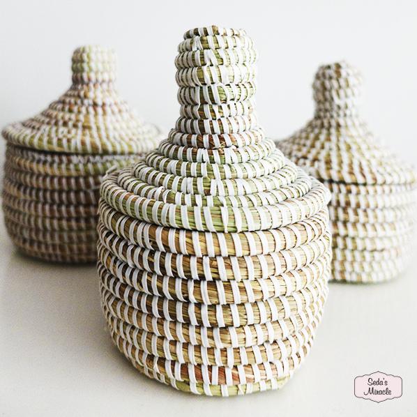 Handgemaakte Afrikaans bijoux mandje wit