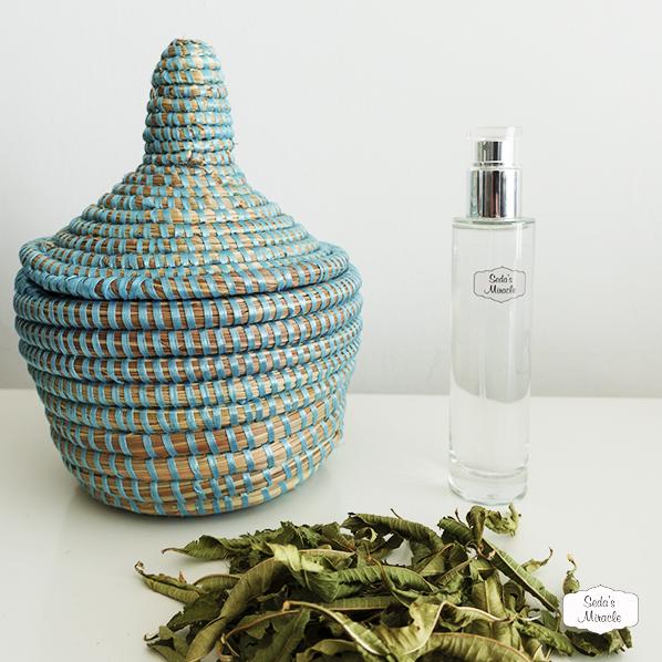 Cadeaupakketje met Afrikaans bijoux mandje, rozenwater spray en verbena thee
