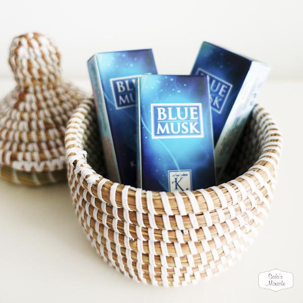 Blue musk parfum roller in een Afrikaans bijoux mandje