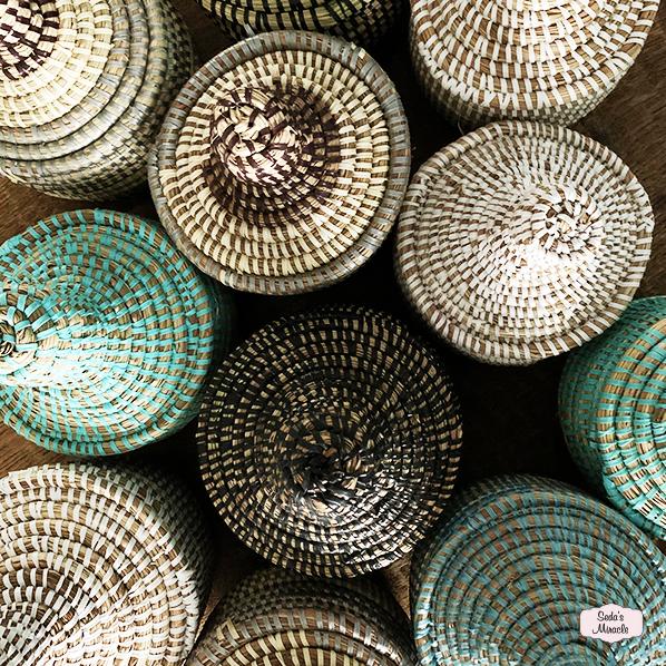 Handgemaakte Afrikaanse bijoux mandjes