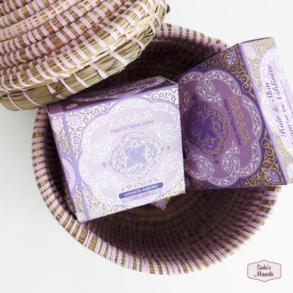 Natuurlijke lavendelolie zeep in Afrikaans bijoux mandje