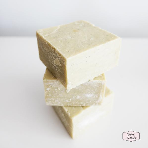 Natuurlijke klei zeep met klei mineralen