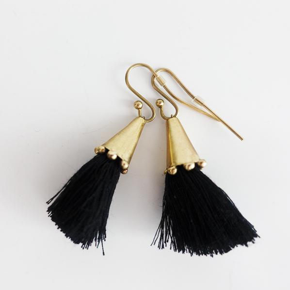 Tassel oorbellen zwart, handgemaakt