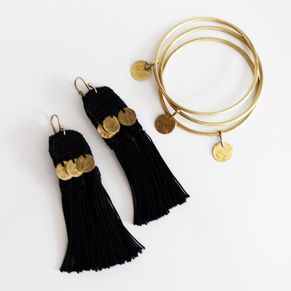 Handgemaakte Shiqa sieraden set met een paar oorbellen en armbanden