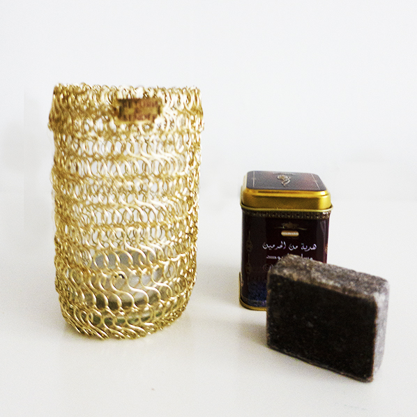 Luna cadeaupakket met Golden waxinelichthouder en Marokkaans geurblokje black musk