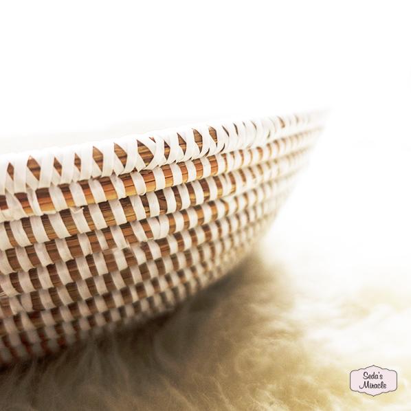 Handgemaakte Afrikaanse grote schaal met rechtopstaande rand