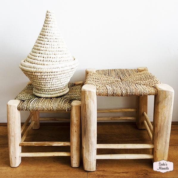 Handgemaakte Marokkaanse krukjes van zeegras, small en medium met een handgemaakte Marokkaanse Zana mand van palmblad