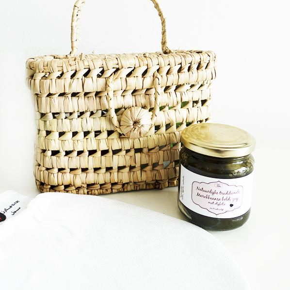 Anachsie cadeaupakket met een handgemaakte Marokkaanse mand, natuurlijke Marokkaanse beldi zeep en een hamam handschoen