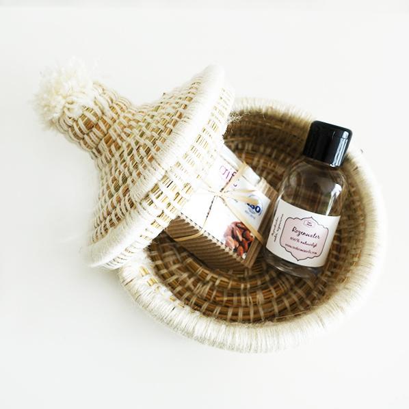 Hadia cadeaupakket met handgemaakt Marokkaans bijoux mandje, natuurlijke argan zeep en natuurlijk rozenwater facial toner