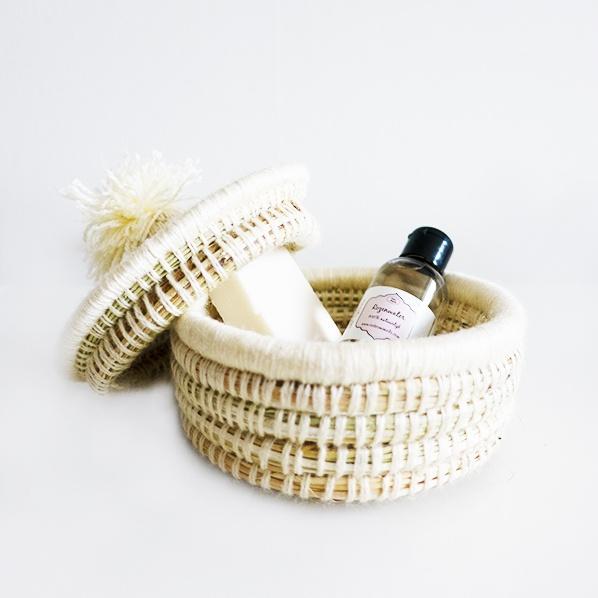 Hadia cadeaupakket met handgemaakt Marokkaans bijoux mandje, natuurlijke argan zeep en natuurlijk rozenwater