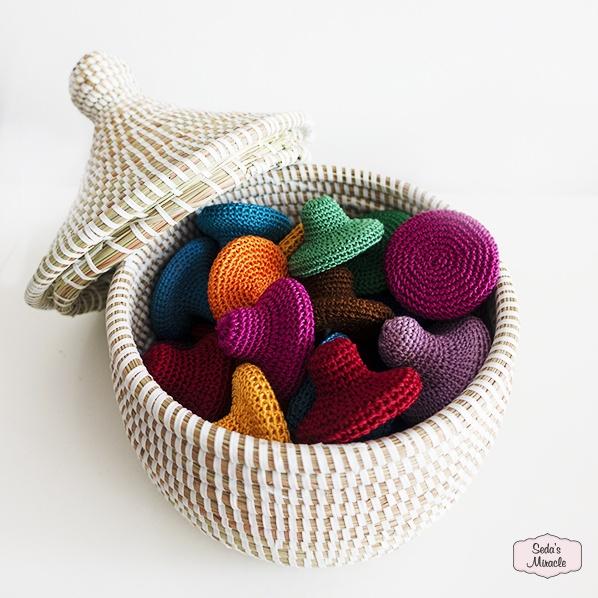 Marokkaanse scrubsteen met een handgemaakt Afrikaans bijoux mandje