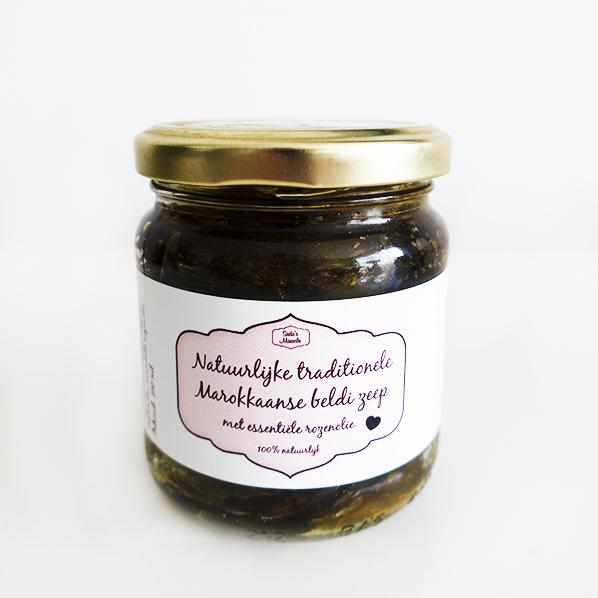 Natuurlijke traditionele Marokkaanse Beldi zeep met essentiele rozenolie