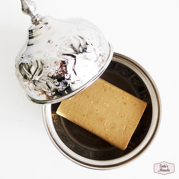 Natuurlijke zwavel zeep met een handgemaakte Marokkaans bakje met deksel