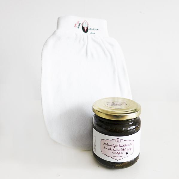 Seda's beauty scrub met hamam handschoen en natuurlijke traditionele Marokkaanse beldi zeep met olijfolie