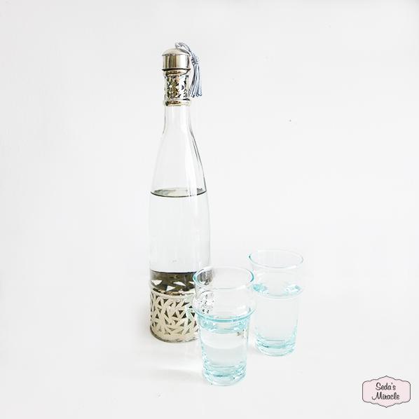 Handgemaakte Marokkaans fles met Marokkaanse beldi glazen