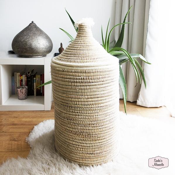Handgemaakte Marokkaanse Berber Pom wasmand wit, medium