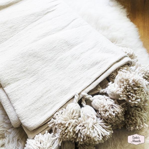 Handgemaakte Marokkaanse Berber pompom deken creme, large